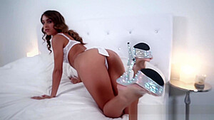 Uma Jolie Wants You to Cum from her Pretty Feet!