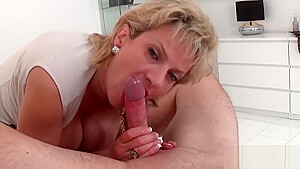 Cheating british milf lady sonia reveals her massive hooters