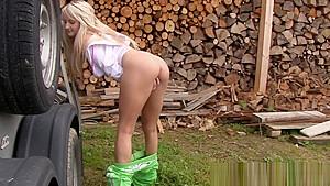 地方の女子中学生が男に跨って淫乱な顔面騎乗位で絶頂の学生系動画