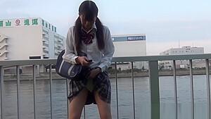 彼女の妹JSがお互いの敏感おっぱいを弄るレズプレイの学生系動画