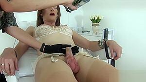 Cheating uk mature lady sonia reveals her big naturals
