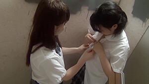 JCの妹がパイパンまんこを激しく電マ攻めされて絶頂の美少女動画