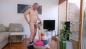 JCの妹がキモ男に太ももを舐め回されて生ハメされるの学生系動画