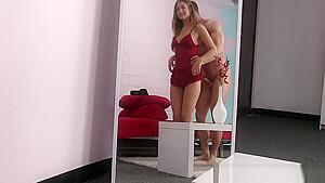 トイレで女子中学生がキモ男に靴の裏を舐めさせるエッチな調教のロリ系動画
