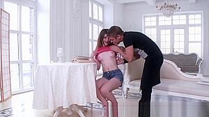 行儀悪い校生がヤリチン男の激しい生ハメにエロ声で喘ぐの美少女動画