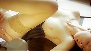 寝ている彼女がデカチンを可愛い乳首に擦りつけてパイズリの美少女動画