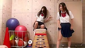 紺野ひかる女子校生がおっさんたちに腰を掴まれる生ハメにイキ狂うの学生系動画
