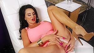 Rita Daniels Masturbating