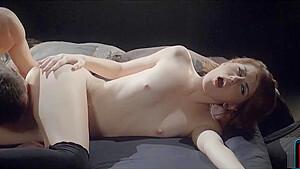 制服中高生が無口で胸ペタ色白ロリ少女の処女喪失の学生系動画