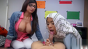 2-ARAB-GIRLS [HARDCORE] SUCK