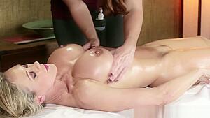 Hot les masseuse licking