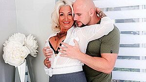 Mature Mother With Tattoos On His Body Fucks With Unshaven Guy On A Be
