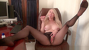 Office milf Eva Griffin gives pussy a treat