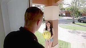 ニーソックス中高生が愛液まみれの敏感まんこを手マンされてビクビク震えの学生系動画