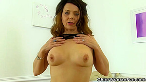 Mature Woman Likes Intense Orgasms And Would Do Anything With Her Pussy Just To Cum