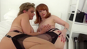 Adulterous English Milf Lady Sonia Presents Her Big Naturals