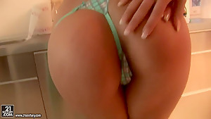 Cindy Hope and Diana Stewart pussy licking