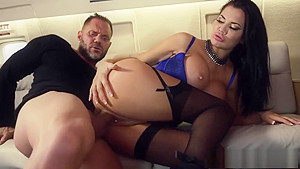 Sly slut Jasmine Jae deals with a dangerous cock