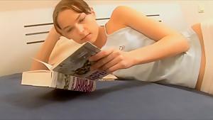 部活に励むJC?JKがピチピチ肌の色白、きわどすぎるエロ水着でグラビアの美少女動画
