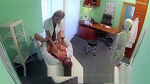 女子中学生の画像が乳首丸見え状態ビキニでヤリマン状態の学生系動画