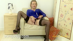 MILF Betsy Blue Masturbates Just For You to See