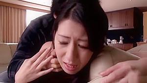 Adorable oriental mom Hitomi Honjo