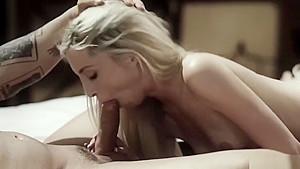 発育中のJCが四つん這いで敏感アナルにエネマをぶち込まれちゃうの美少女動画