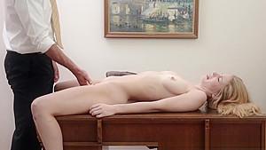 性に目覚めた女子中学生がスレンダー美女を日本人がナンパの校生系動画