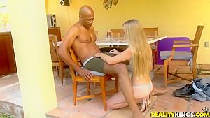 可愛いJK女子校生が彼氏のデカチンを必死にパイズリのロリ系動画