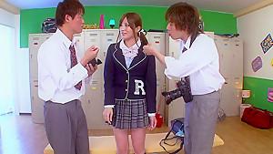 本物の女子校生が家庭教師が生チンポを咥える変態教育の美少女動画