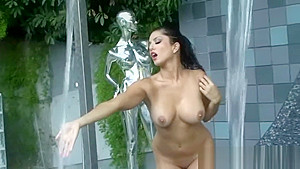 Gorgeous model Sunny Leone getting Wet all over (Free Video).