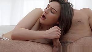 ノーパンJKが色白スレンダー美少女が可愛いちっぱい丸出し撮影の校生系動画