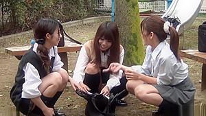 ツインテールのJS校生がキモイ童貞おやじに跨って優しく筆おろしの校生系動画