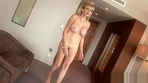 Lady Sonia anal dildo fuck