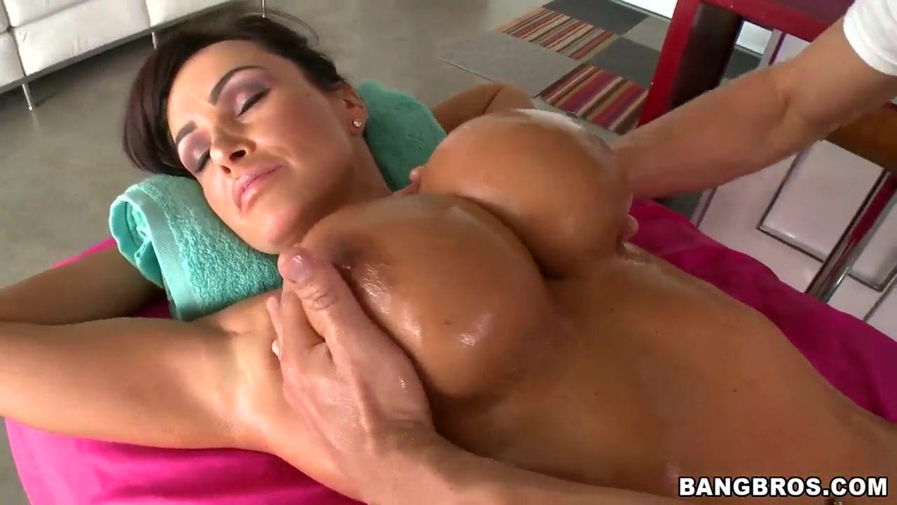 Hot Lisa Ann Pic lisa ann is getting the hot and deep massage   hdzog