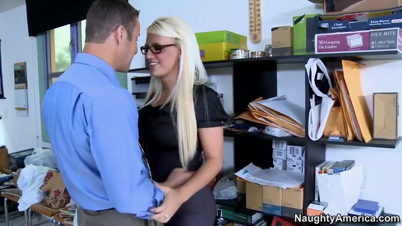 Big butt housewife fucks Porn clips