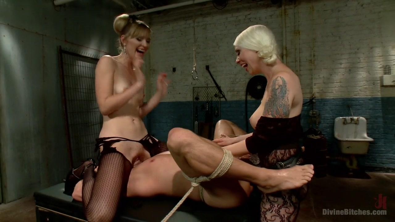 Porn FuckBook Hot sexy girls kissing the adult boys anus