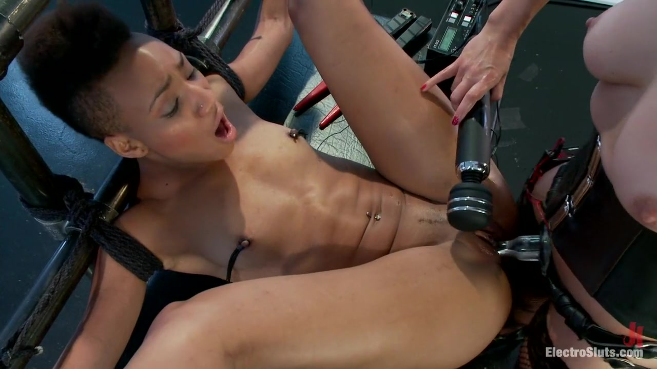 Sexy Galleries Milf slut gangbanged and double anal