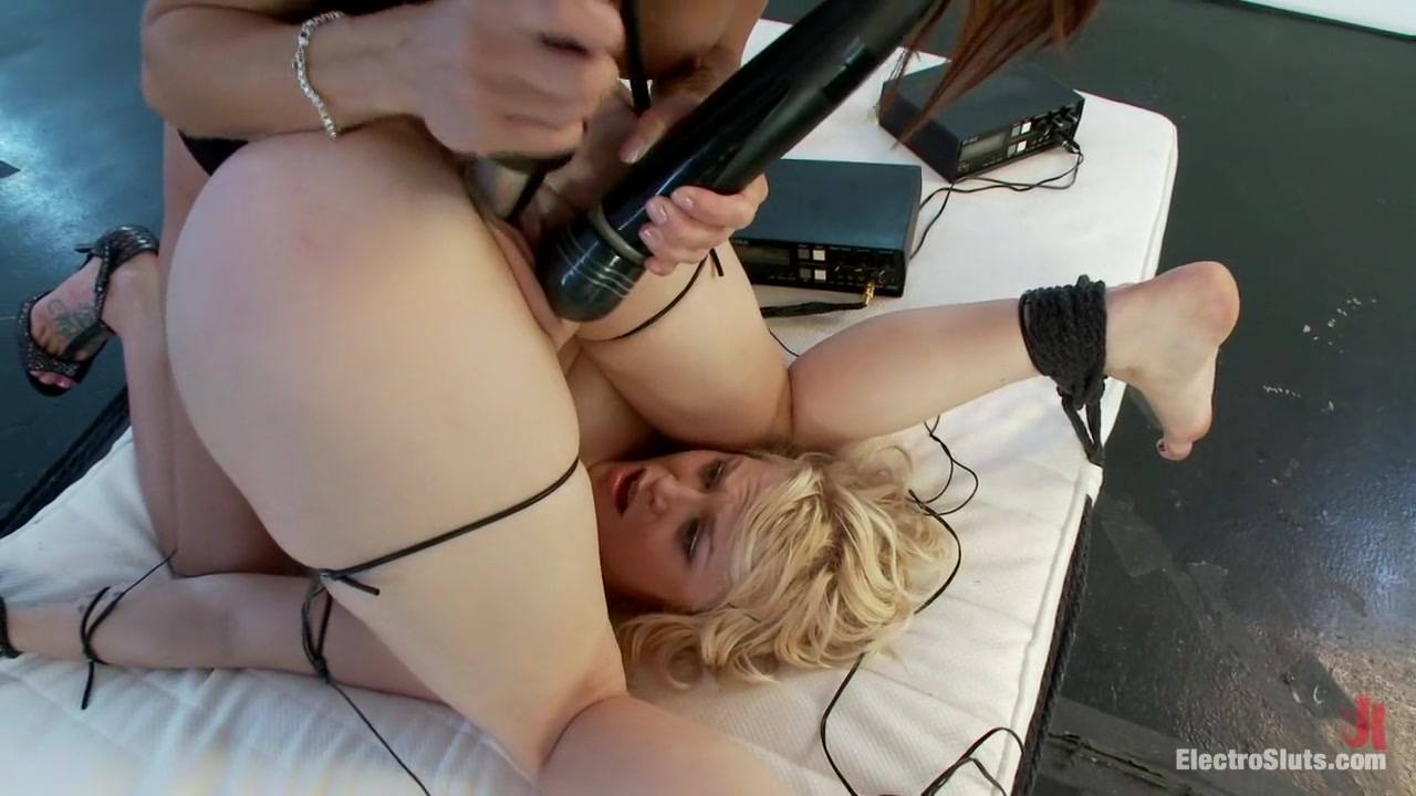 Pictures blonde milf