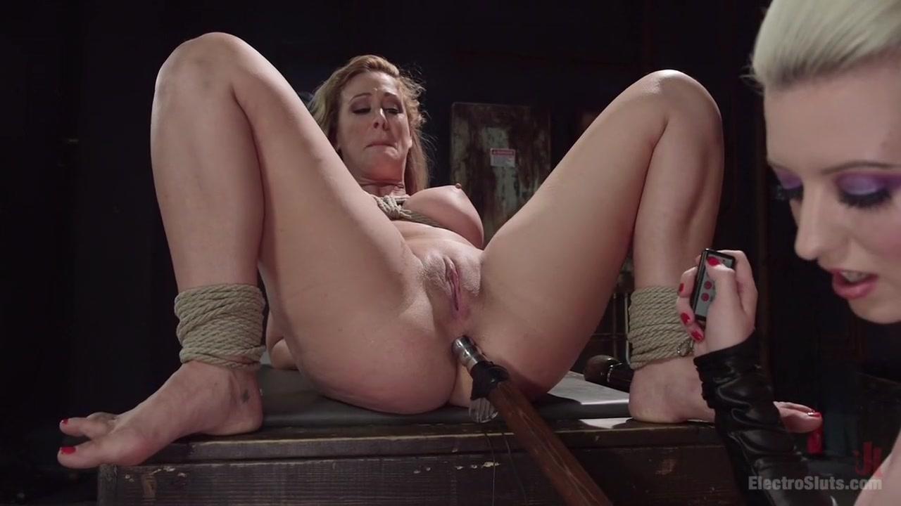 Closet masturbatian lesbin Strapon