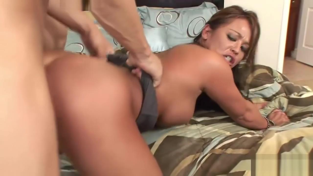 Mia Lelane satisfies her muscly man Amateur housewife videos