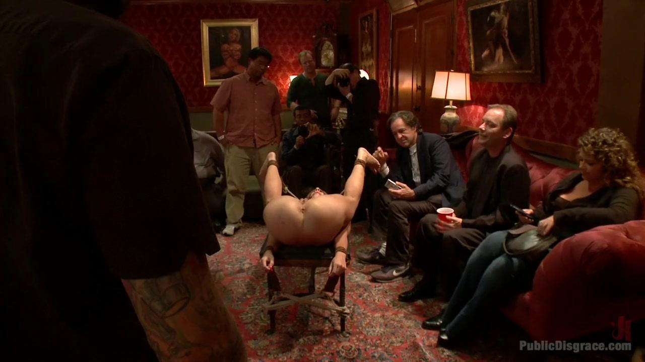 Porn tube Sexy blonde girl stripping