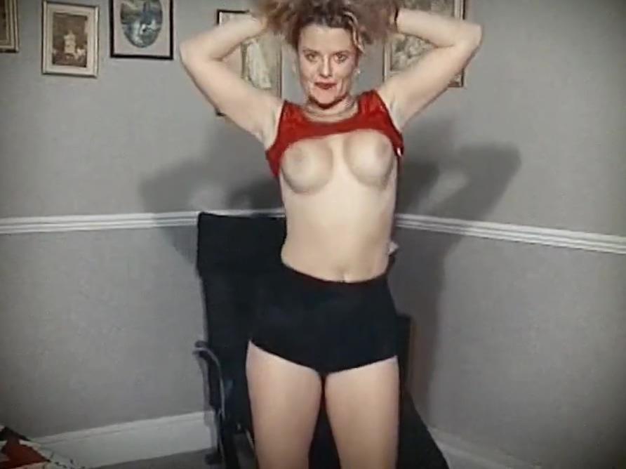 BODY - vintage British bouncy tits dance tease Passion Mortale
