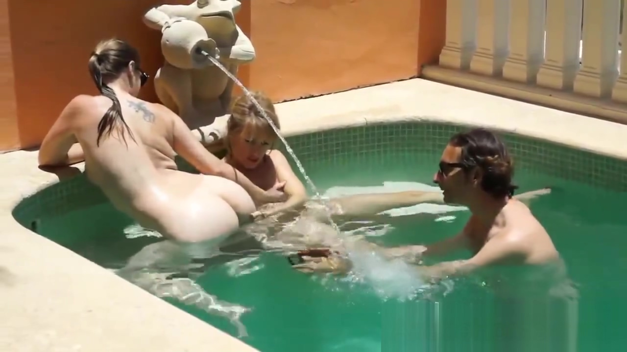 Lesbiennes a la piscine en direct sur cam en francais son having sex with stepmom