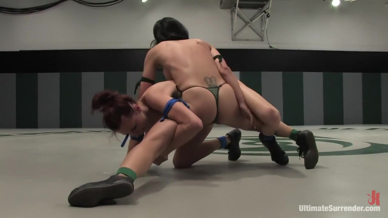 Hot Nude Interracial lesbians strapon