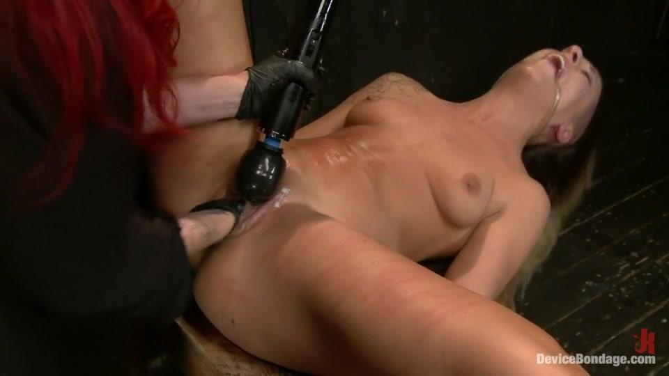 lesbian sucking feet youtube Porn Base