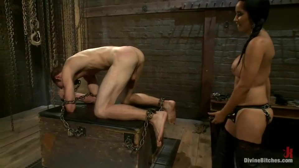 Sexy Video Blonde lesbian masseuse tribbing till orgasm