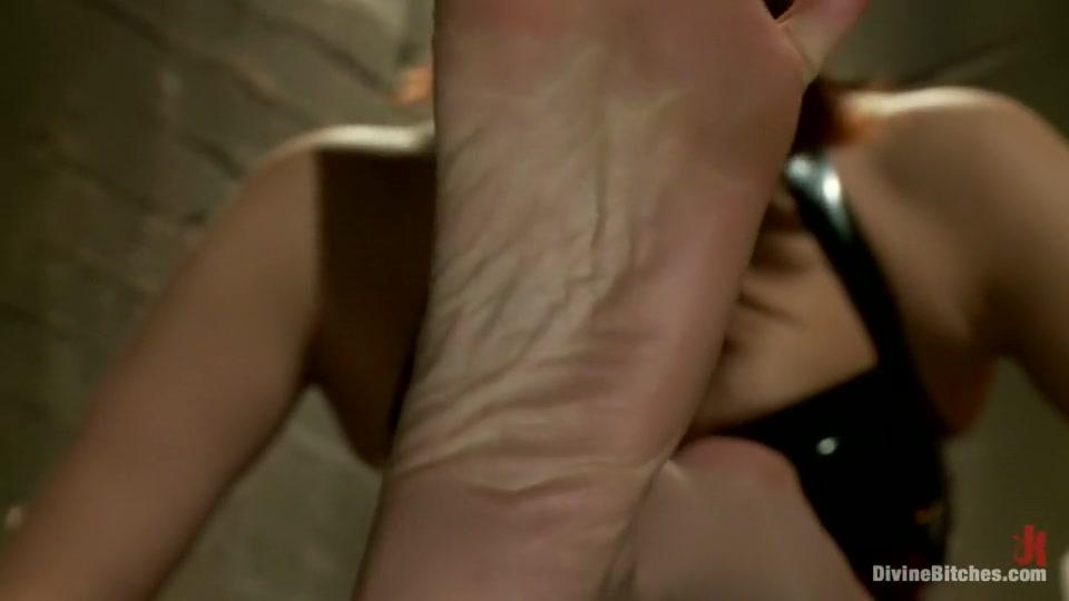 xXx Photo Galleries Devils advocate nude scene clip
