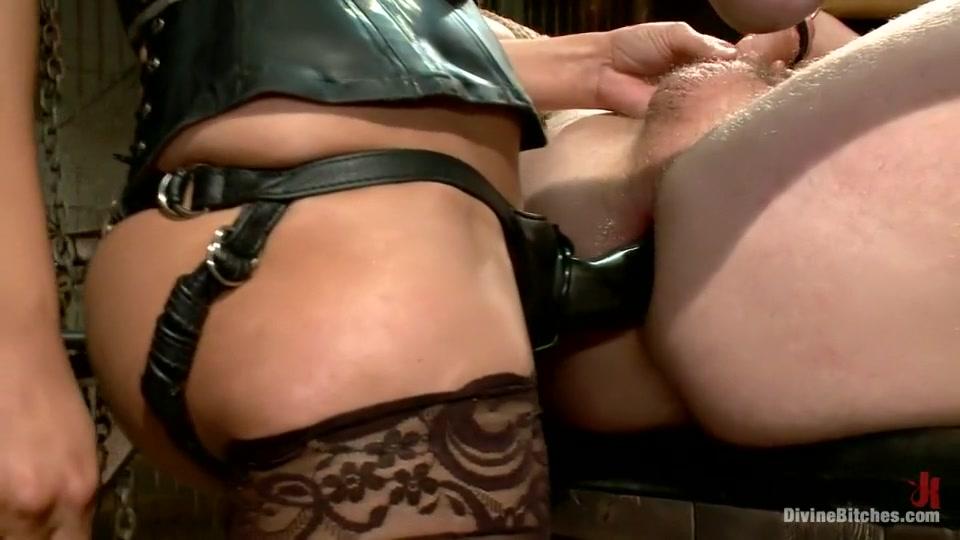Mature housekeeper feeding her old vagina FuckBook Base