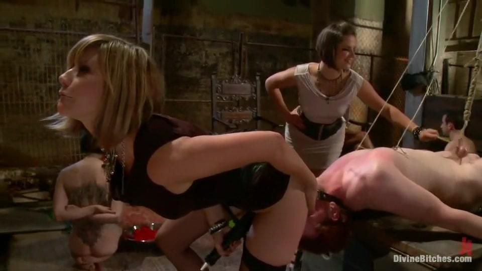 Hot porno Hawt lesbian babes making out